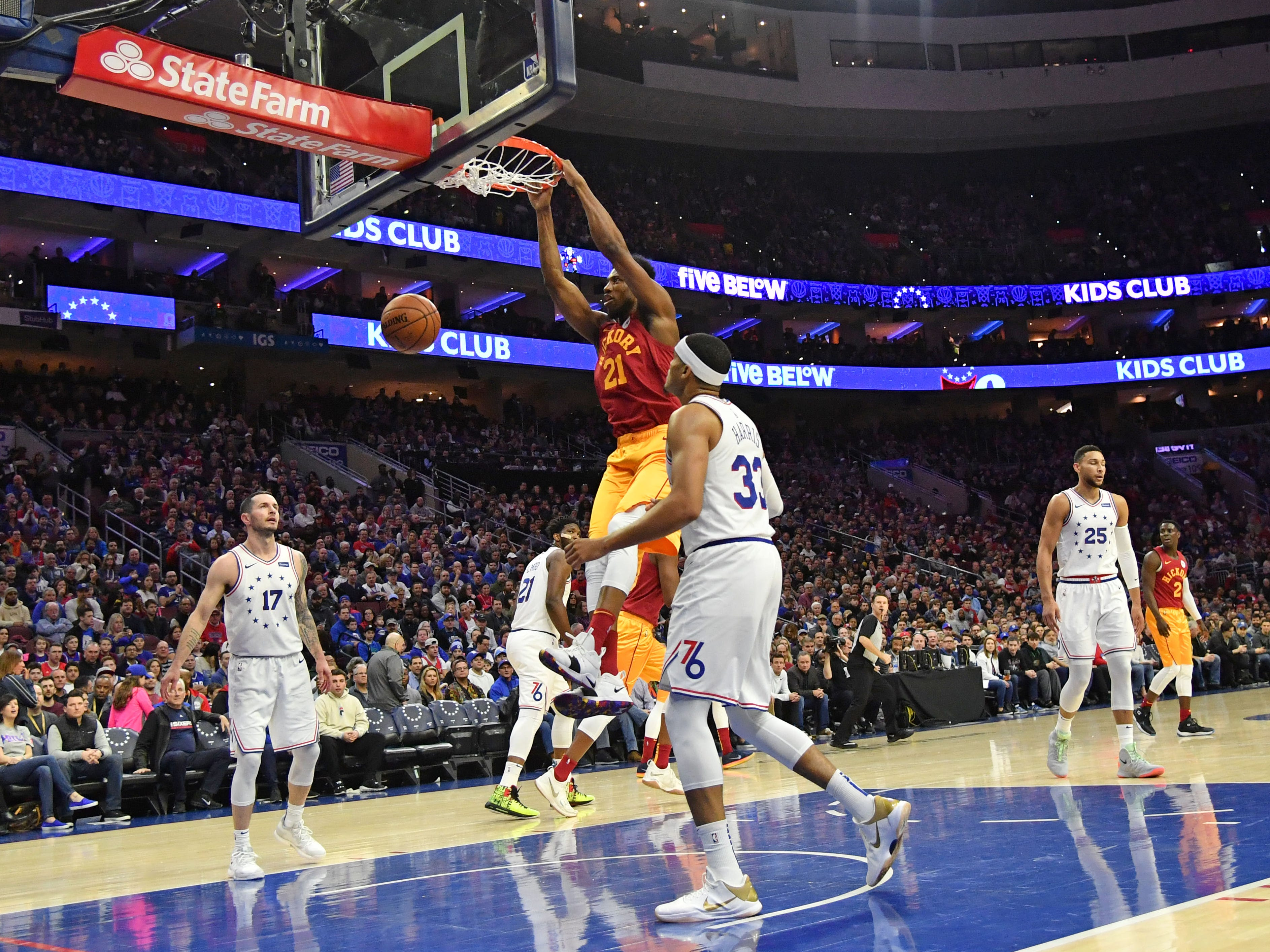 Mar 10, 2019; Philadelphia, PA, USA; Indiana Pacers forward Thaddeus Young (21) dunks against the Philadelphia 76ers during the first quarter at Wells Fargo Center.