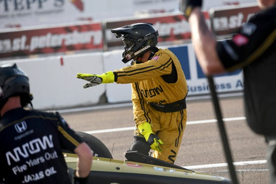 Crew members for Arrow Schmidt Peterson Motorsports driver Marcus Ericsson (7) work a pit stop during the warm up at the IndyCar Firestone Grand Prix of St. Petersburg Sunday, March 10, 2019, in St Petersburg, Fla.
