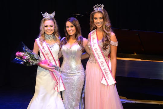 Miss Tennessee Teen Volunteer Genevieve Geno and Miss Iris Tennessee Teen McKinley Farese take a picture with Miss America 2018 Cara Mund after they won their crowns last year.