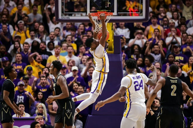 Mar 9, 2019; Baton Rouge, LA, USA; LSU Tigers forward Kavell Bigby-Williams (11) dunks the ball against Vanderbilt Commodores in the first half at Maravich Assembly Center. Mandatory Credit: Stephen Lew-USA TODAY Sports