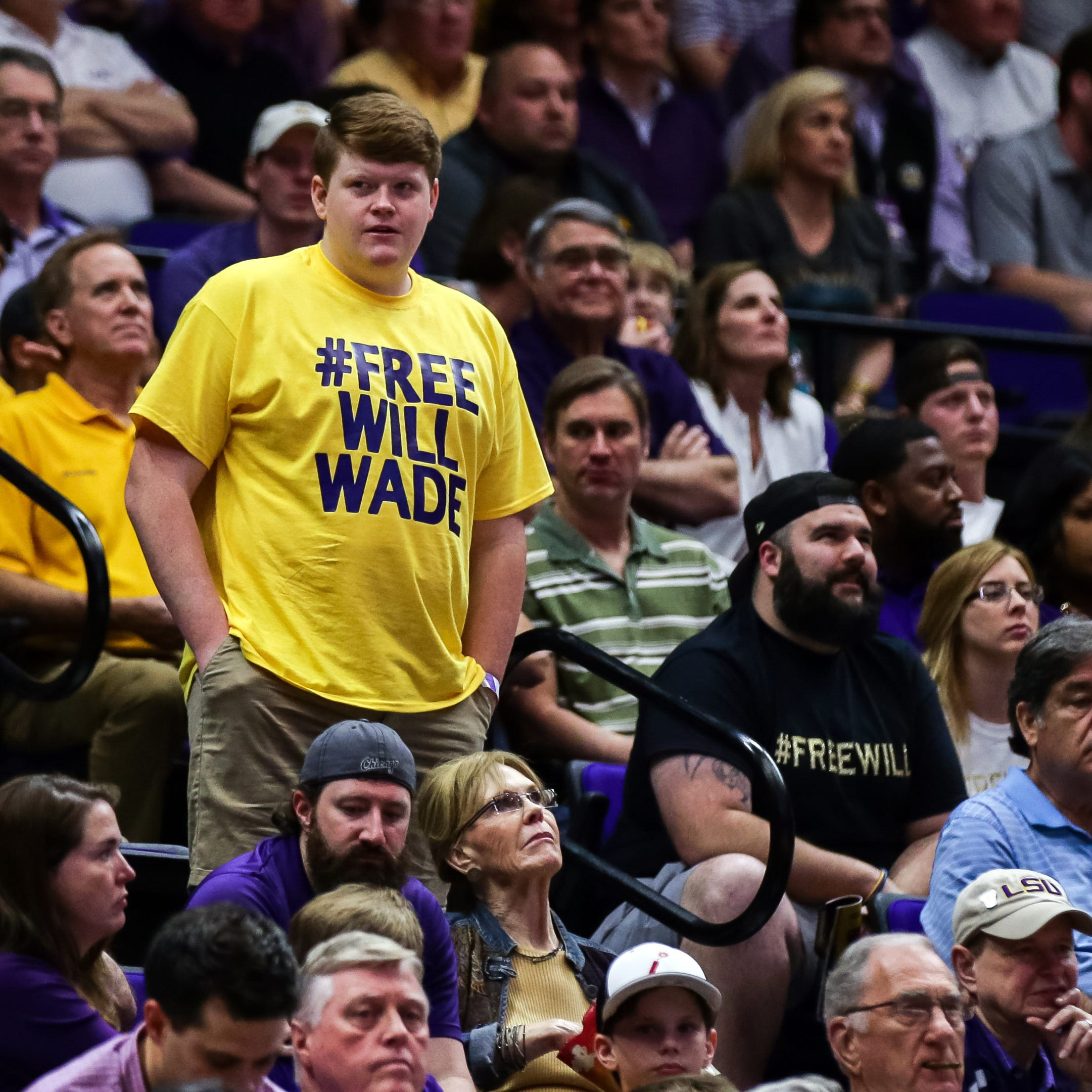 See LSU basketball coach Will Wade get fan support on signs, shirts vs. Vanderbilt