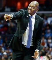 Memphis coach Penny Hardaway directs his team against Tulsa on Saturday at FedExForum.
