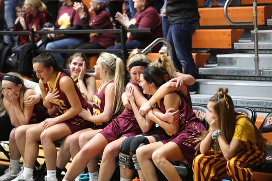 De Smet players celebrate in the final seconds of Saturday's Class B state championship game.