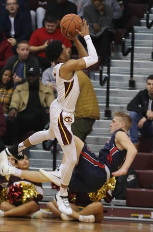 Christ the King guard Ryan Myers, who wasn't even considering Iona after his season ended, committed to the Gaels and new head coach Rick Pitino on Monday.