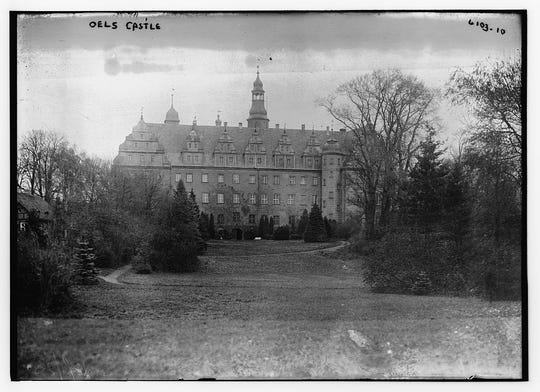 Oels Castle, known as the Princess Cecilie hospital during World War I, housed wounded soldiers.