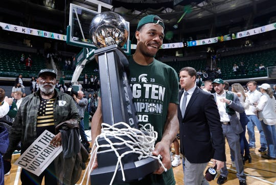 Michigan State's Xavier Tillman holds the Big Ten championship trophy after defeating Michigan on Saturday.