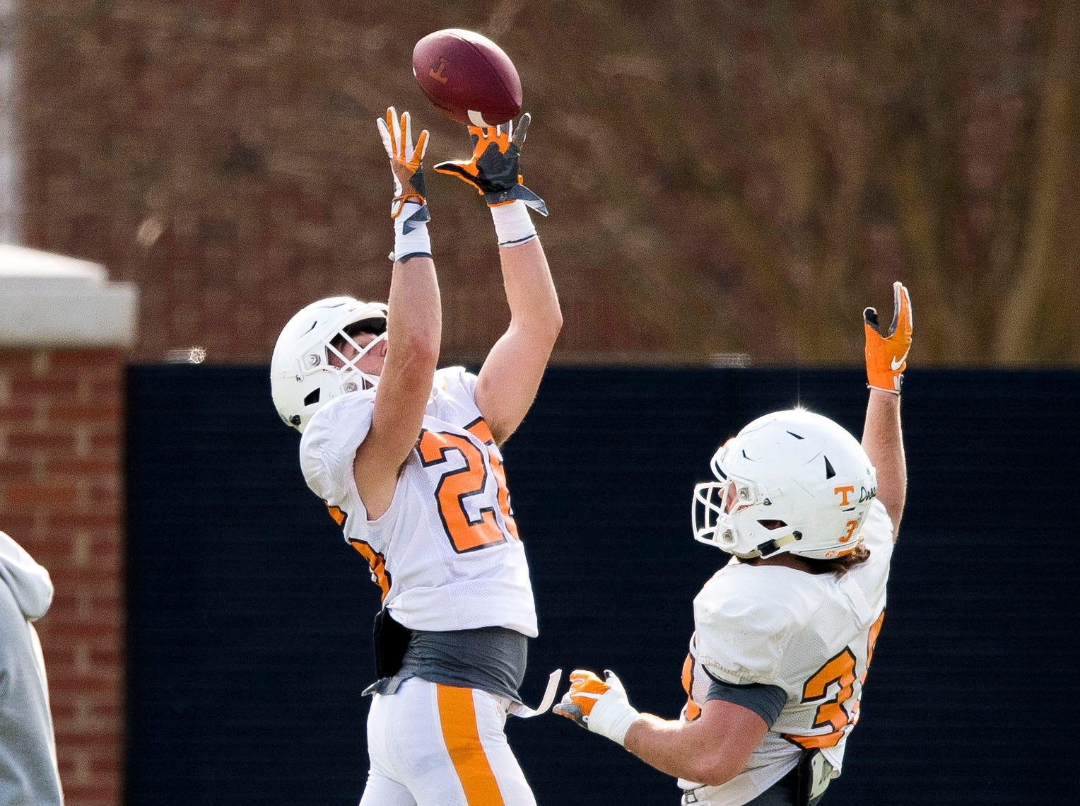 Tennessee wide receiver JT Siekerman (26) makes a catch during Tennessee's afternoon football practice on Monday, March 11, 2019.