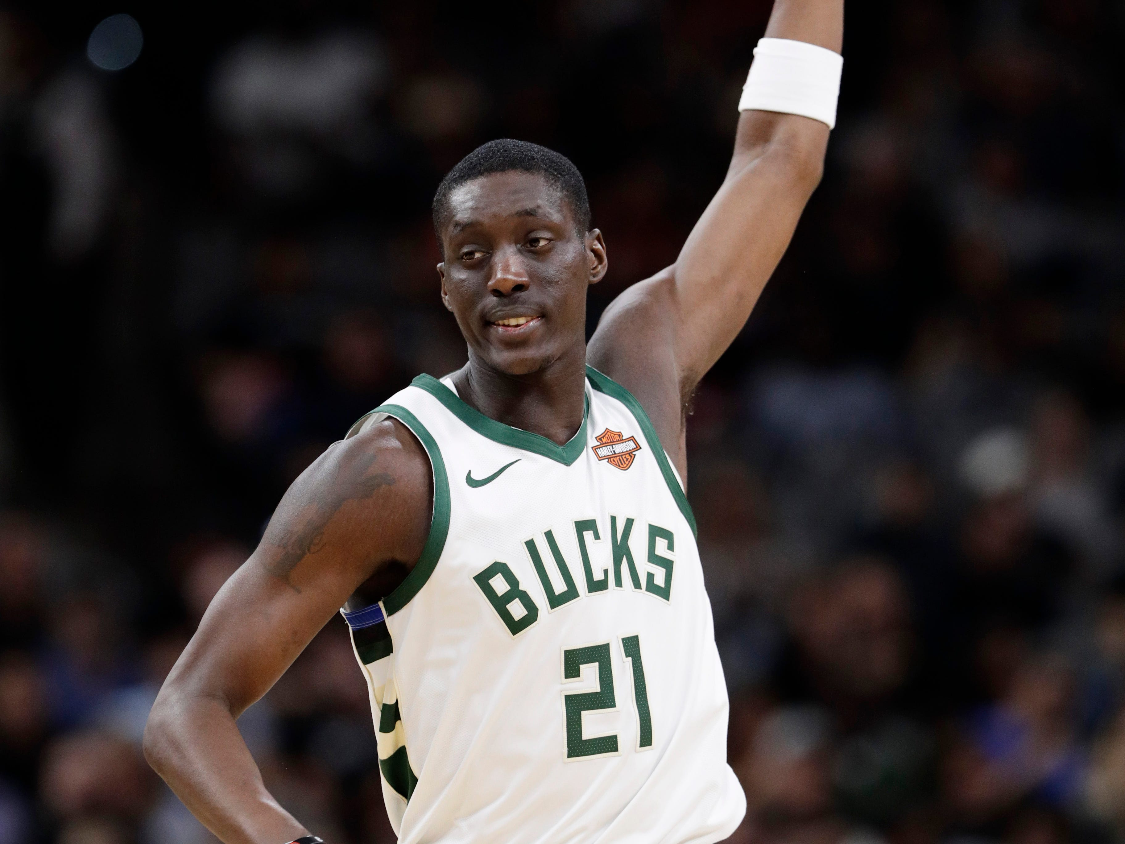 Bucks guard Tony Snell holds up a finger after hitting a shot against the Spurs on Sunday.