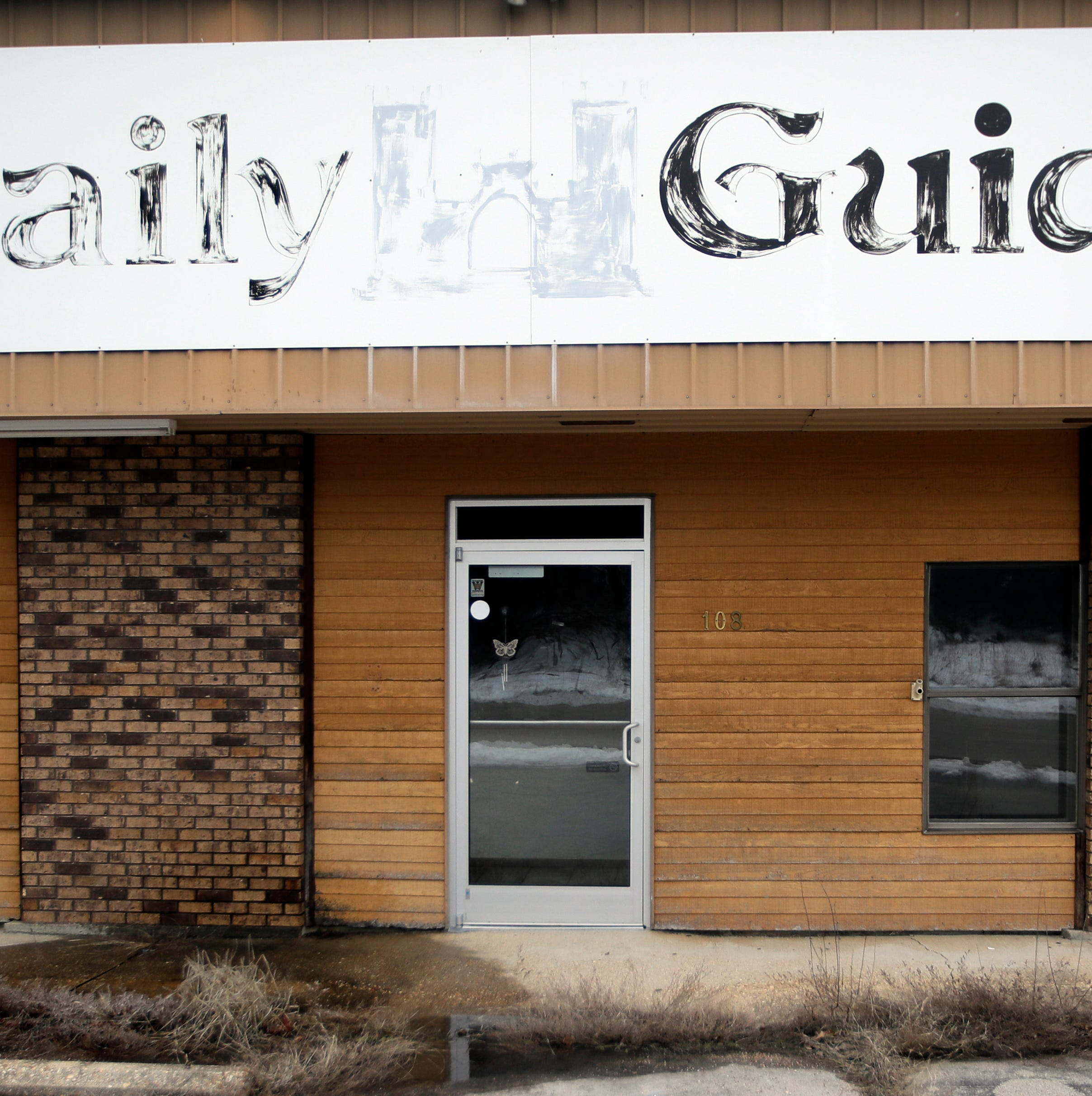 Decline in readers, ads leads hundreds of newspapers to fold