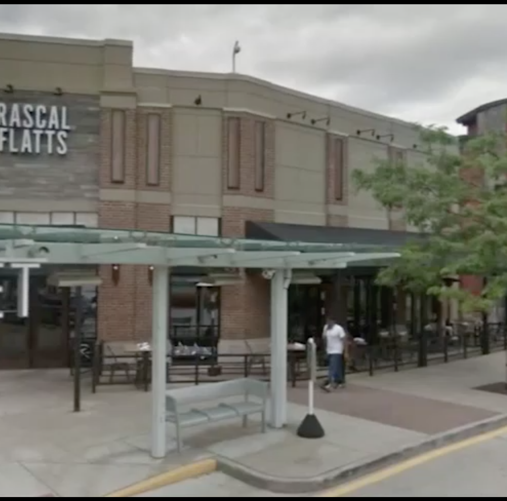 Merle Hay Mall on Rascal Flatts restaurant: 'It seemed like everything was all good'