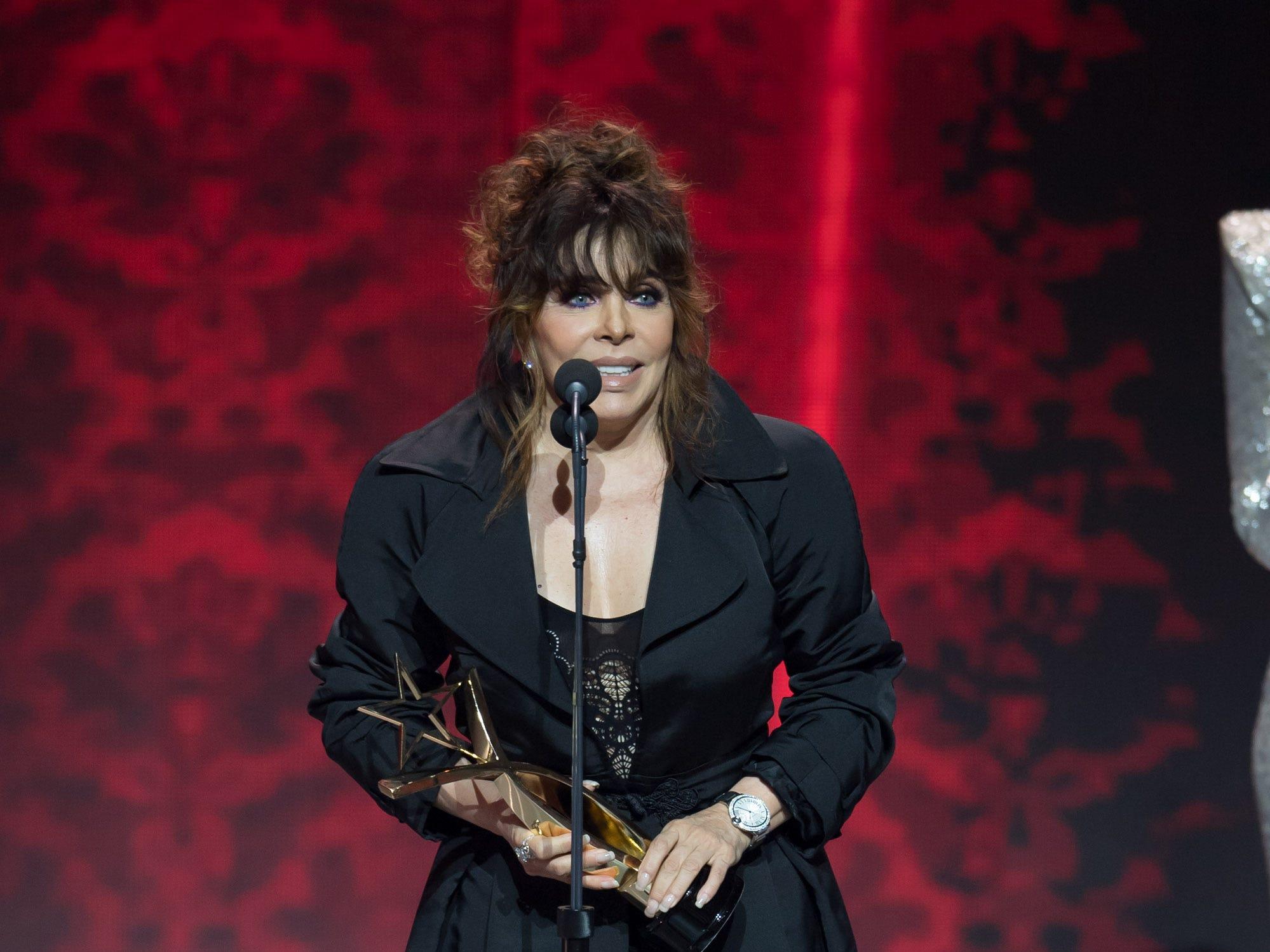 Verónica Castro recibe reconocimiento por su trayectoria artística.