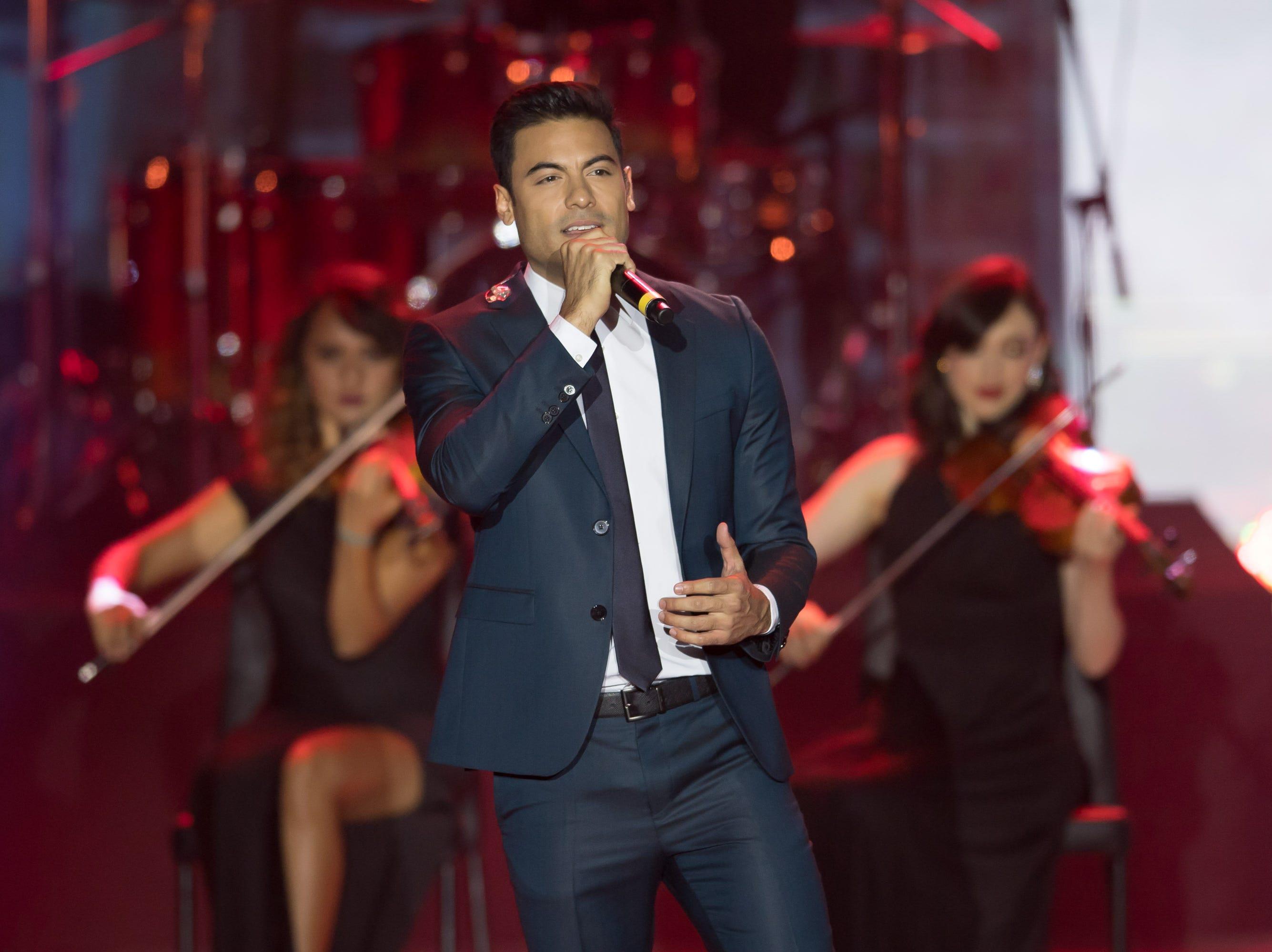Carlos Rivera en el musical de los Premios TVyNovelas 2019.