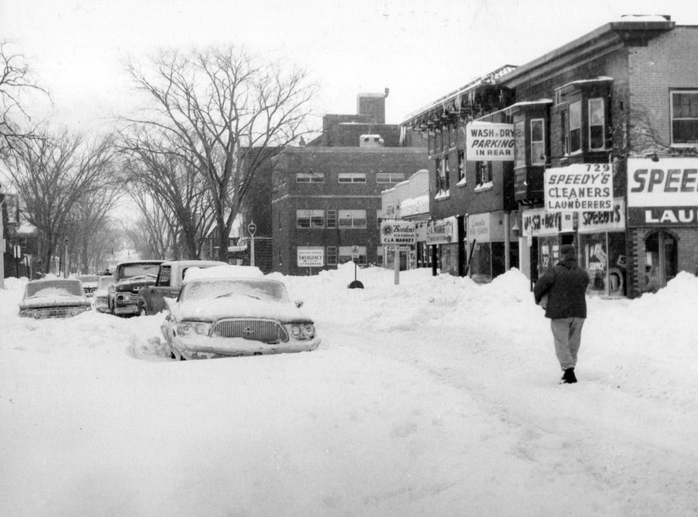 Cars are stuck on Park Avenue during a snowstorm in 1966.