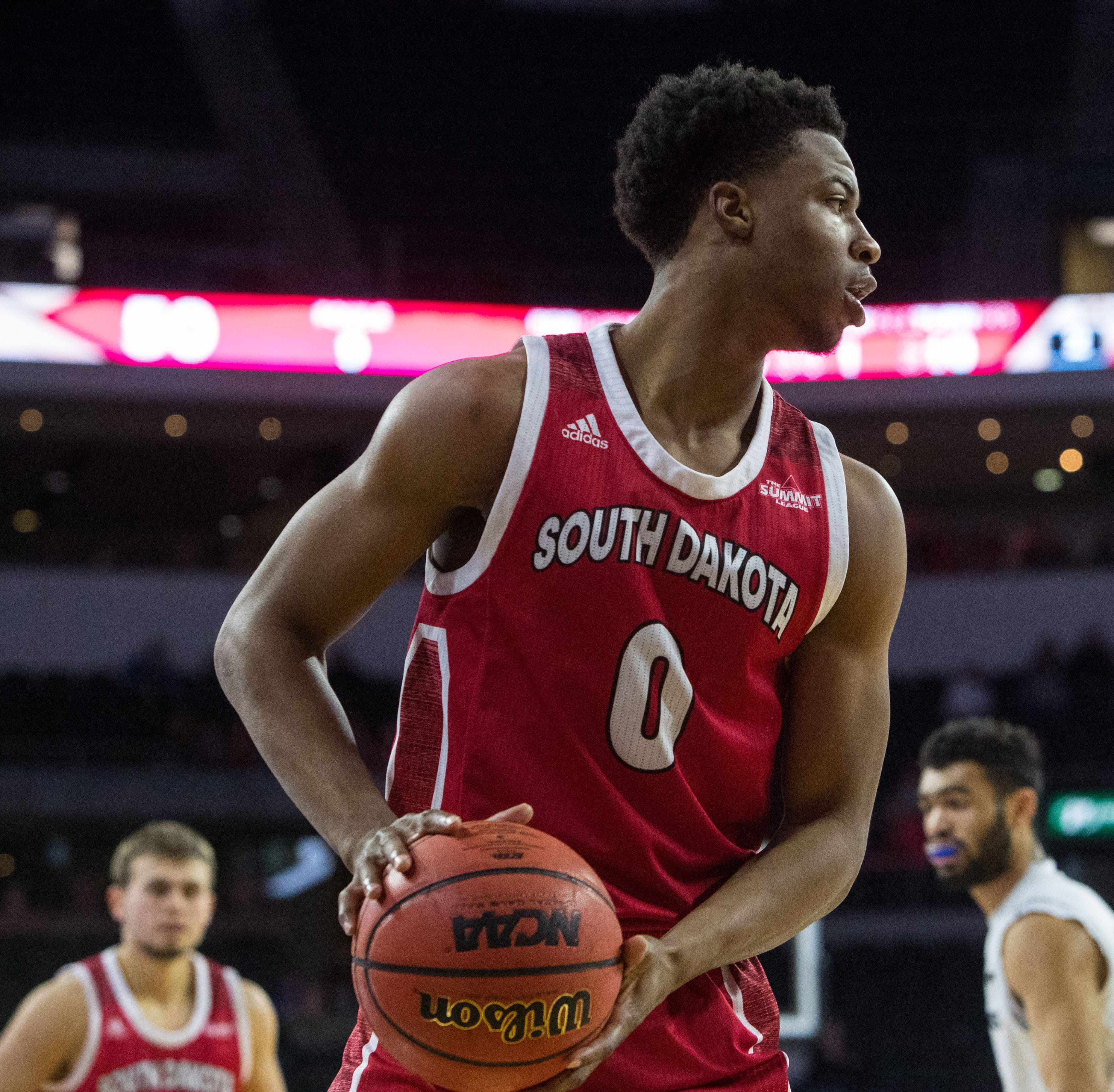 South Dakota Coyotes sophomore Stanley Umude enters NCAA transfer portal