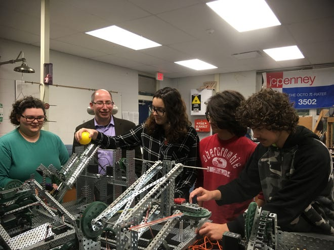 MIT Professor Dr. David Kaiser with SAIL students at the Science Speaker Series on Feb.  28.