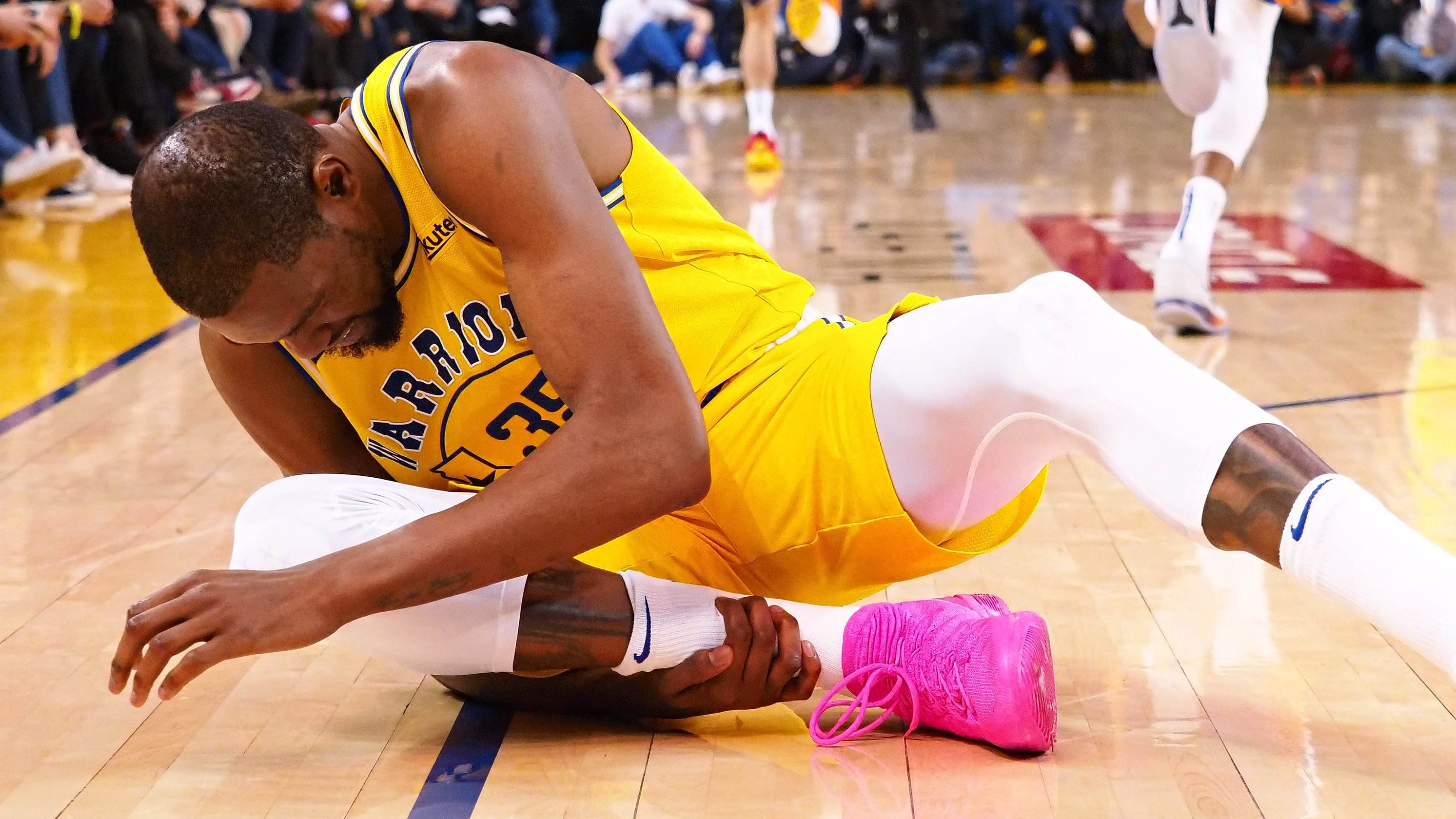 0ab3570647b Kevin Durant injures ankle as Suns rally to stun Warriors