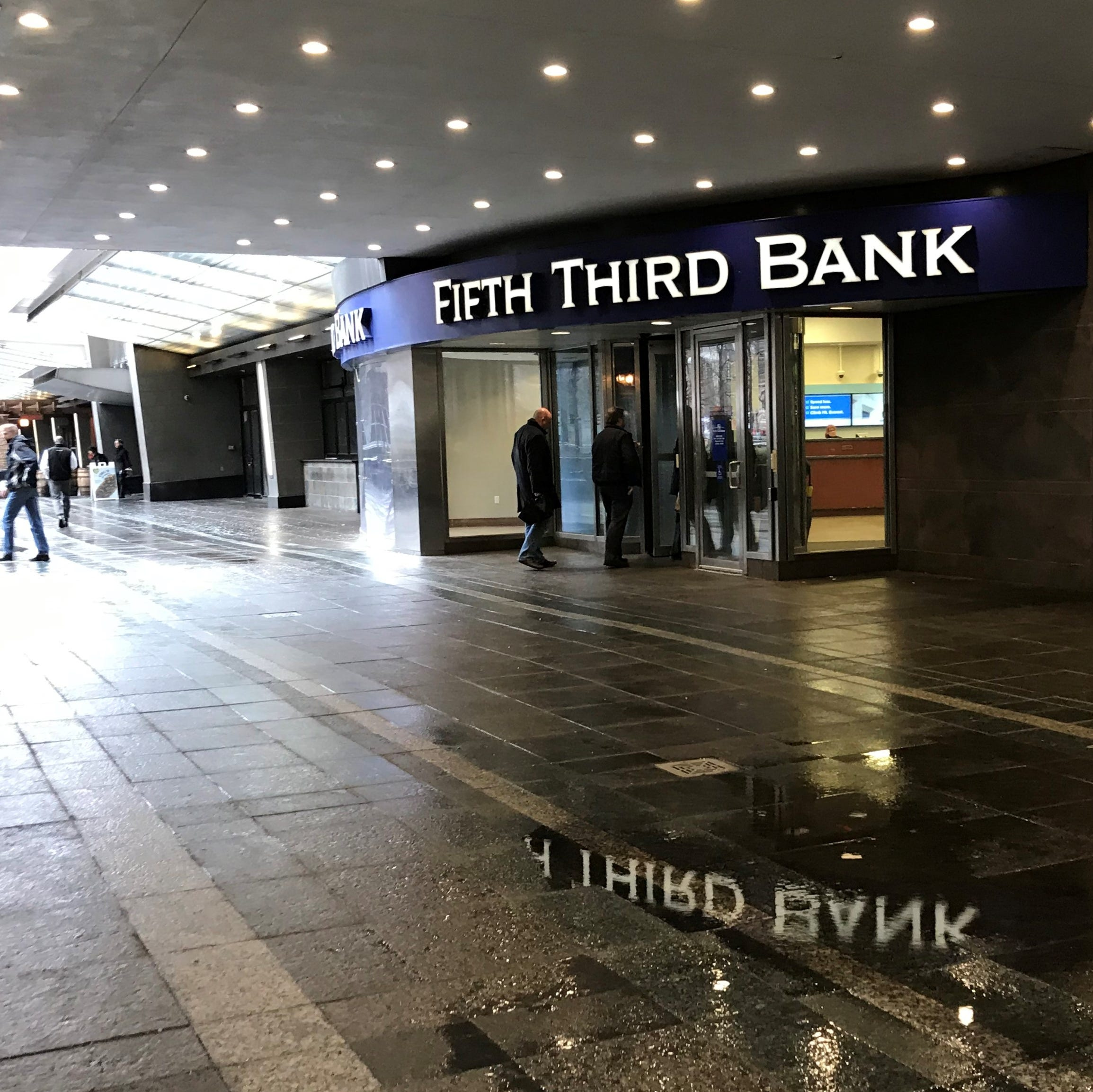Bye Bye Breezeway: Fifth Third to expand Fountain Square HQ