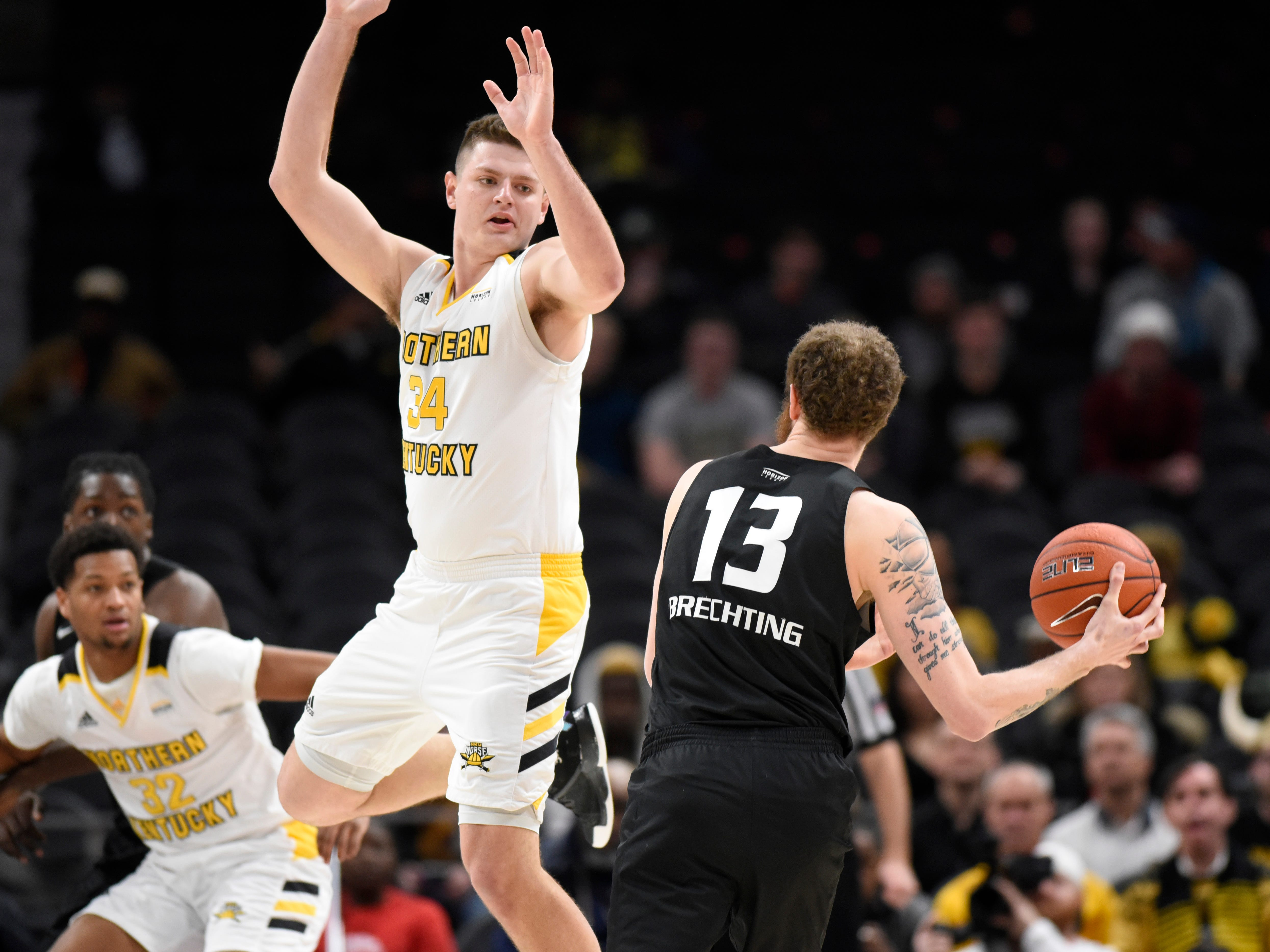 Oakland Golden Grizzlies center Brad Brechting, right, dribbles around Northern Kentucky Norse forward Drew McDonald during the first half.