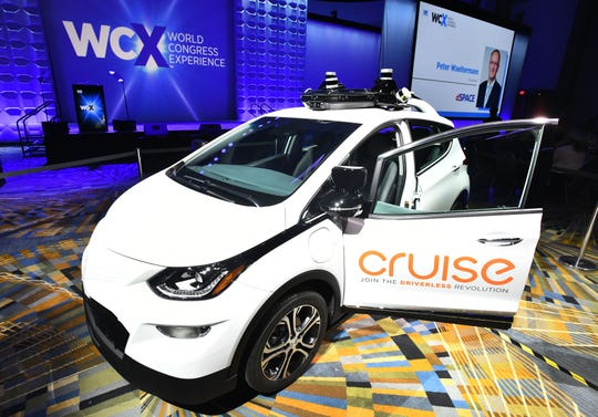 General Motors Co. expects to spend $1 billion on its autonomous-vehicle unit, GM Cruise LLC, a down payment on its Auto 2.0 vision to launch a driverless taxi service next year.