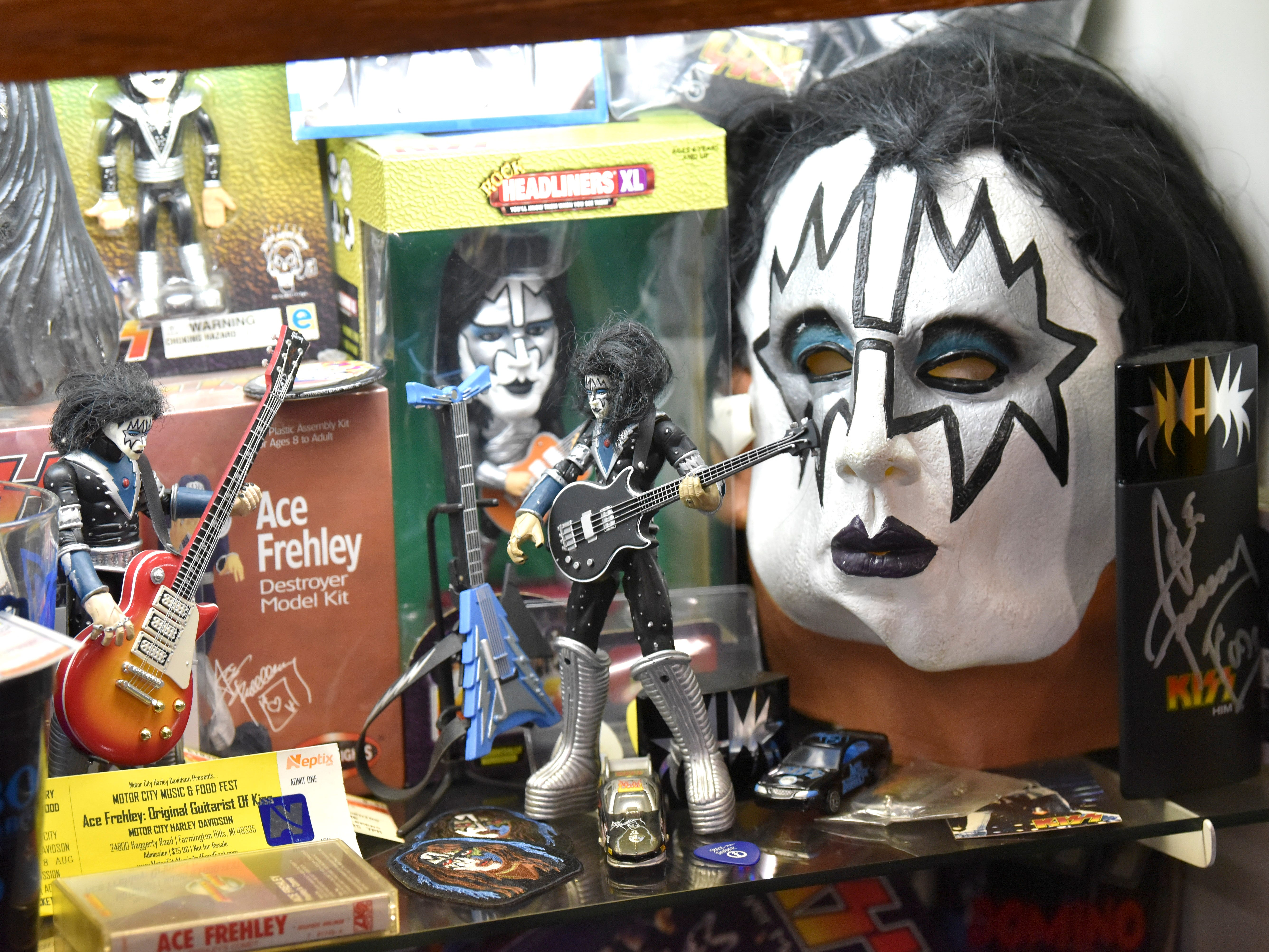 This is an Ace Frehley mask among other collectables.