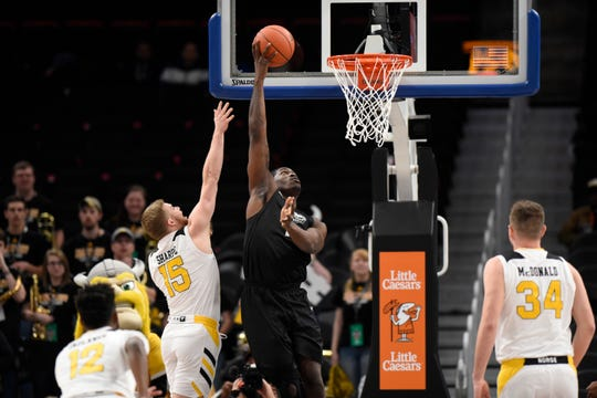 Oakland forward Xavier Hill-Mais, right, is one of a bevy of players expected to return next season for the Golden Grizzlies.