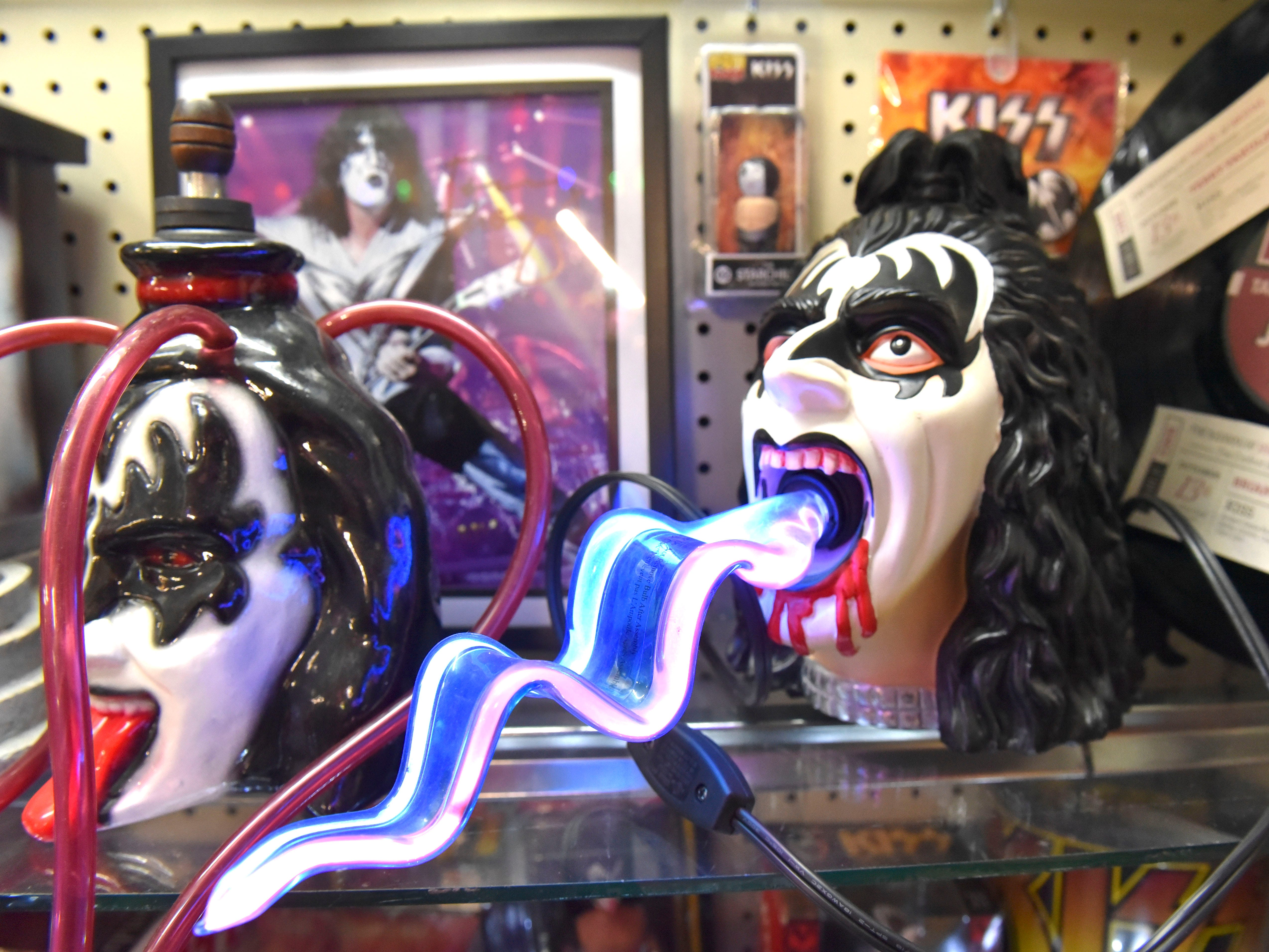 This is a Gene Simmons tongue lamp.