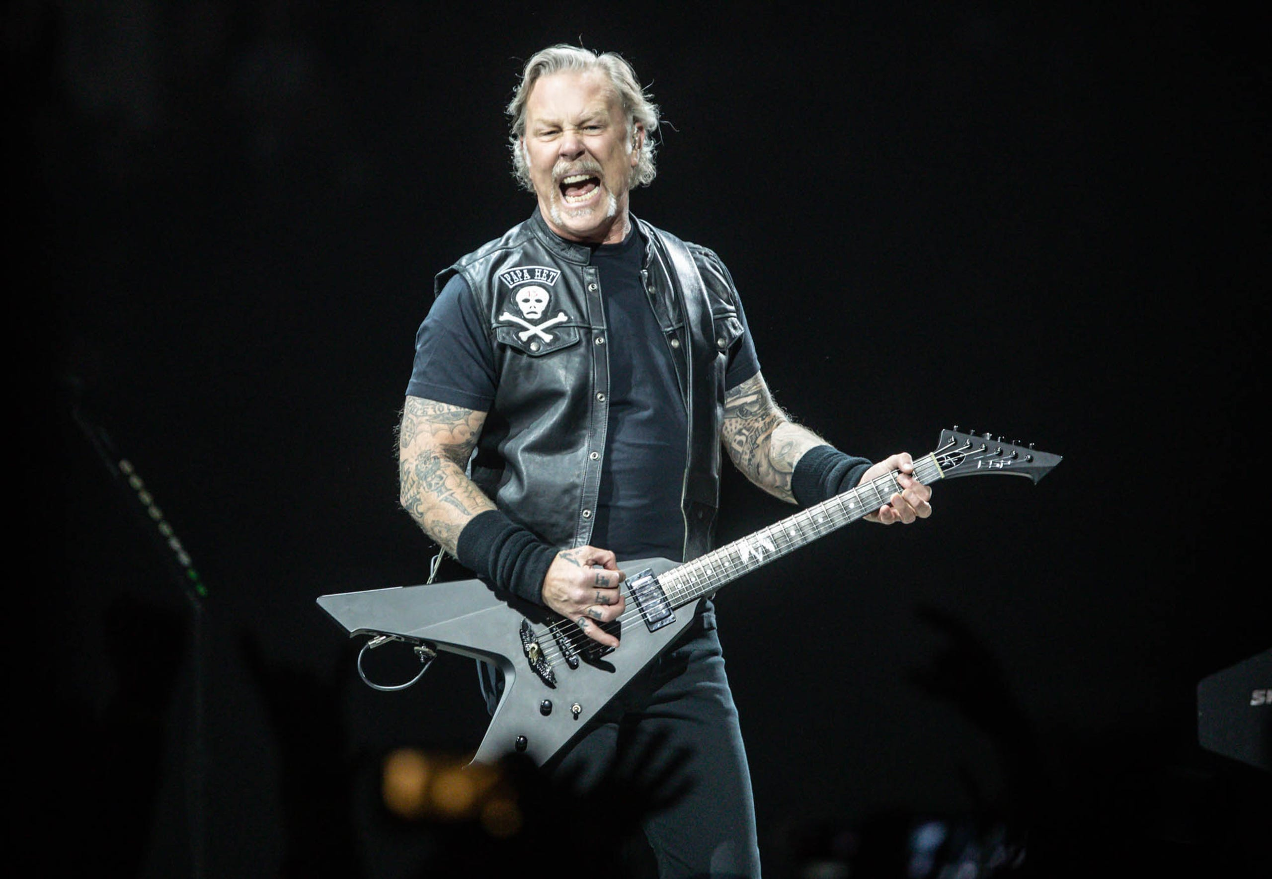 Metallica concert in Indianapolis: Heads bang and hair flies