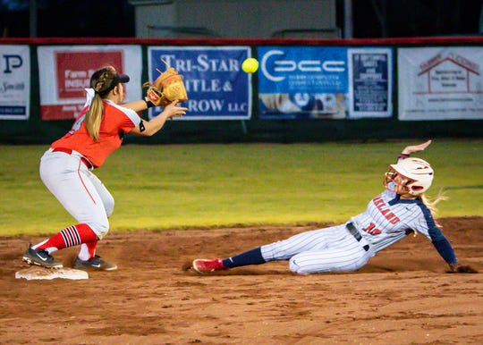 Stewarts Creek's Makenzie Keats awaits the throw prior to tagging out Oakland's Shelby Sargent Monday.