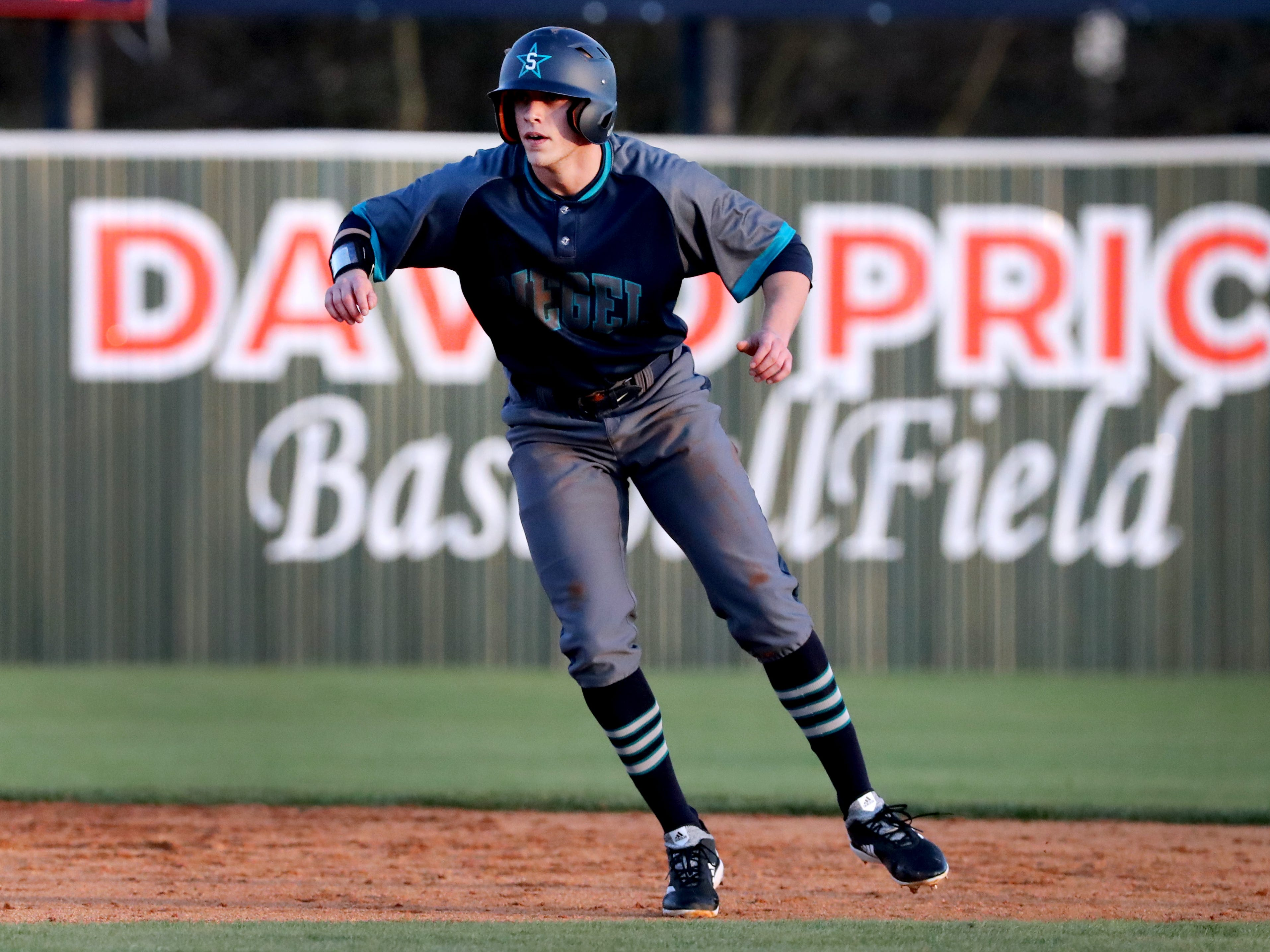 Siegel's Evan Milligan (9) takes a lead off second base during the game against Blackman, on Monday, March 11, 2019.