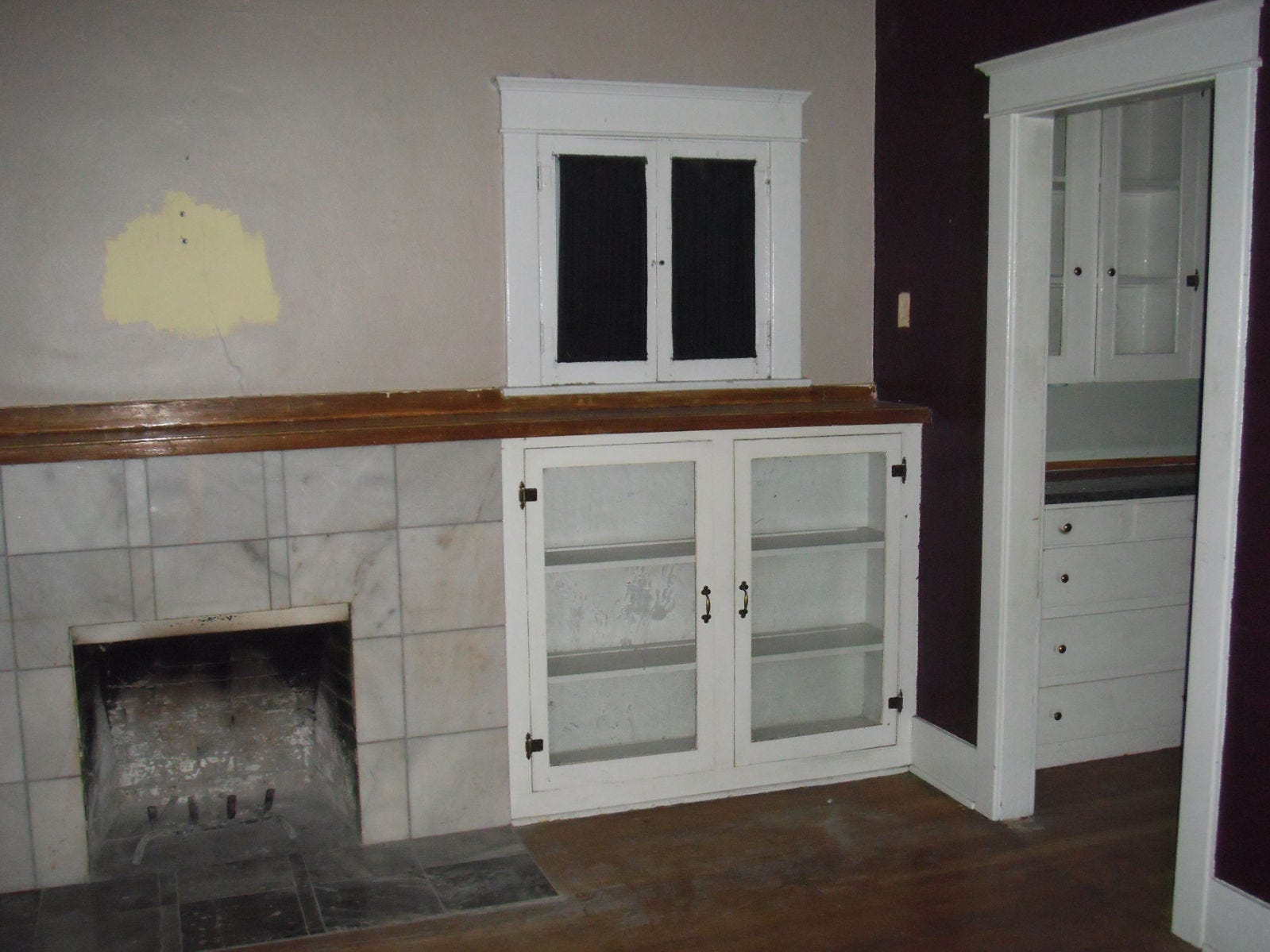 2010 picture of living room at purchase.