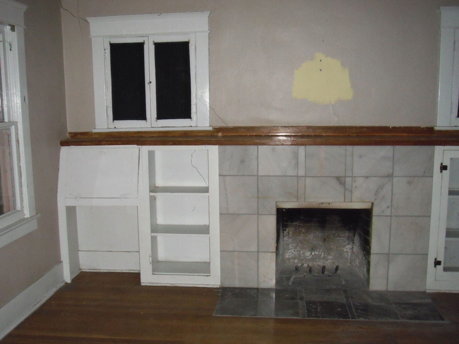 2010 picture of the living room prior to restoration.
