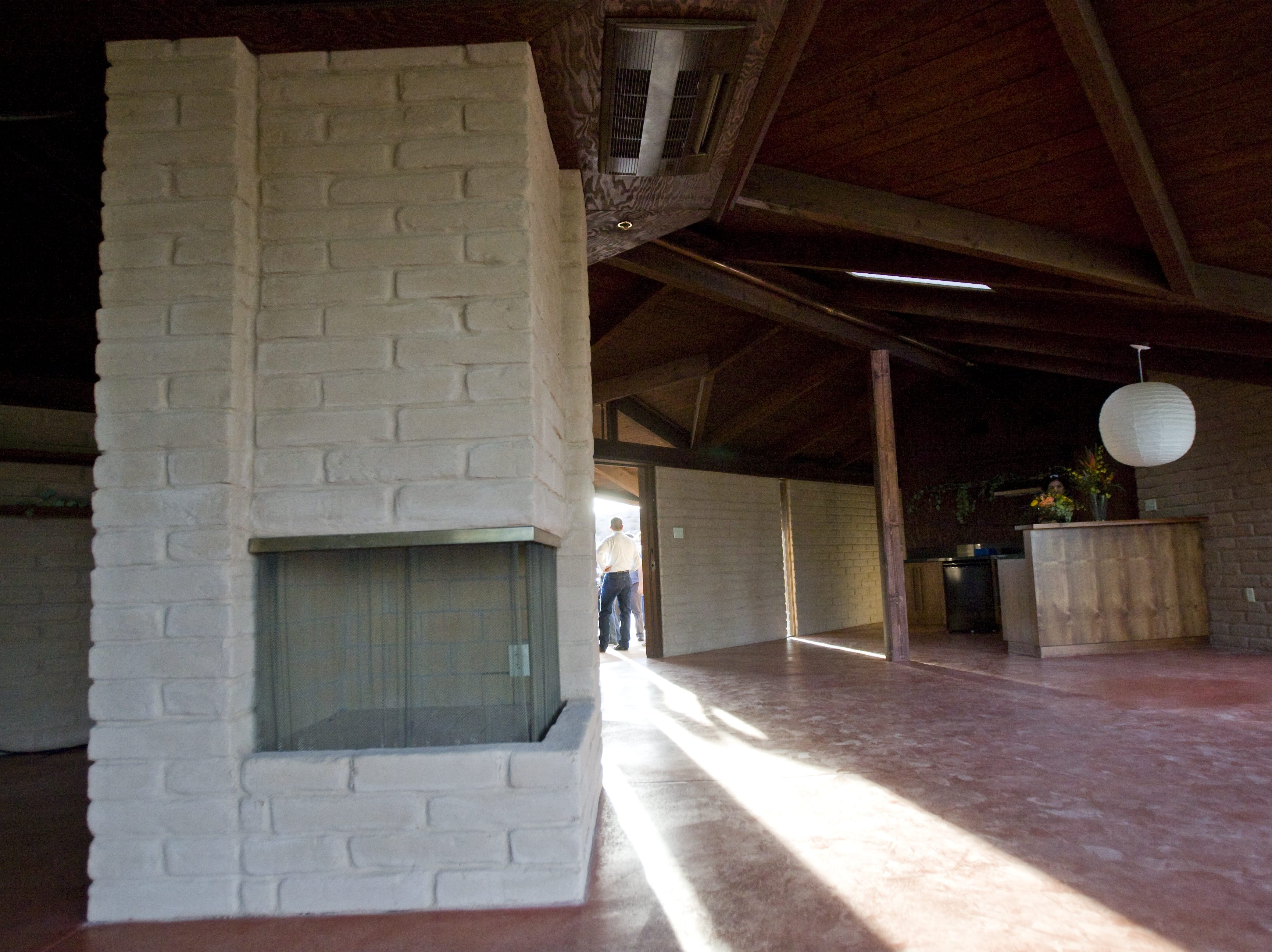1Guests enter retired Supreme Court Justice Sandra Day O'Connor's house at Papago Park in Tempe on Oct. 18, 2009.