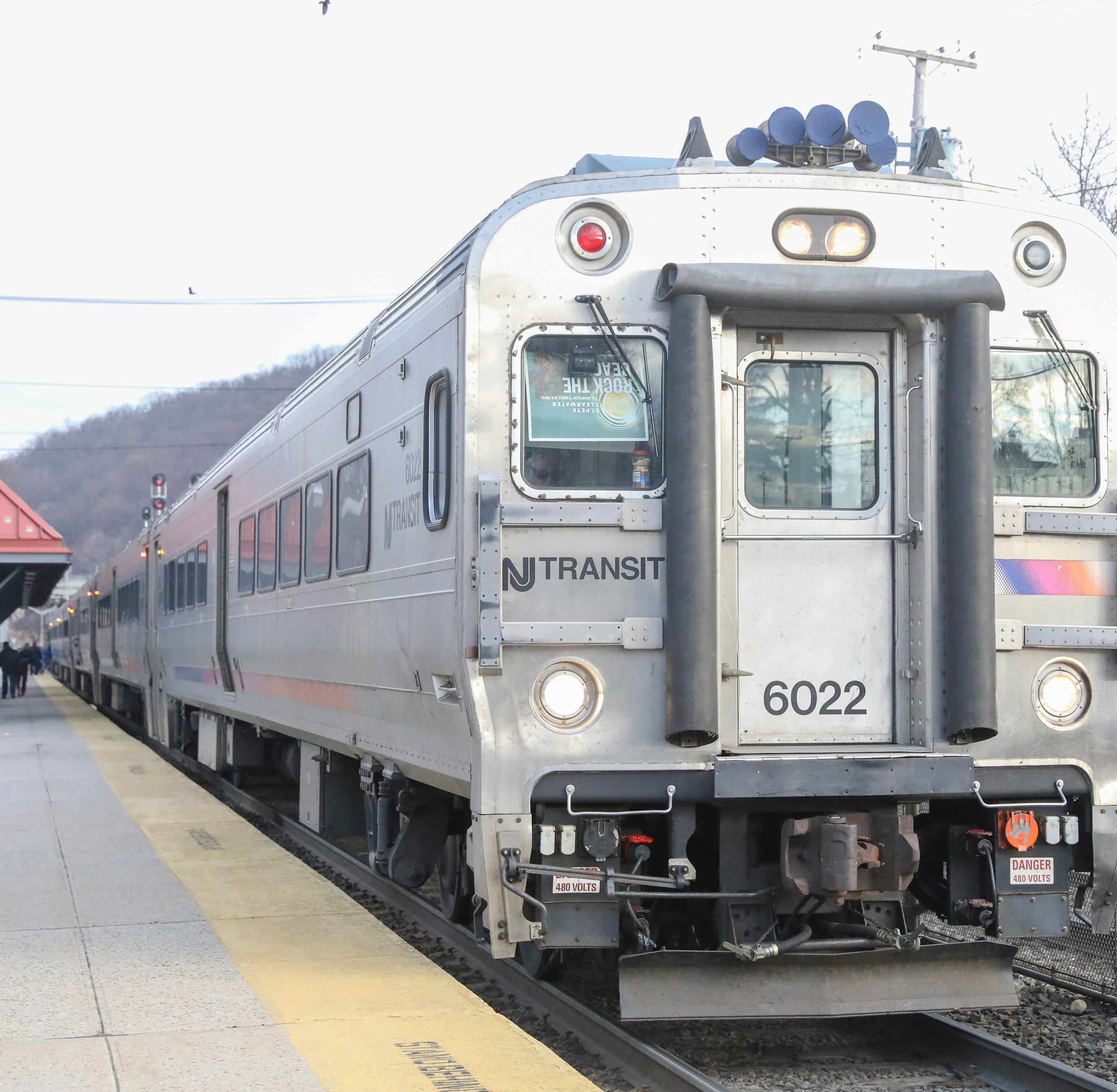 Metro-North service west of Hudson suffers as commuter group urges change