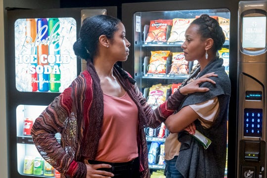 """Susan Kelechi Watson as Beth and Melanie Liburd as Zoey on """"This Is Us."""""""