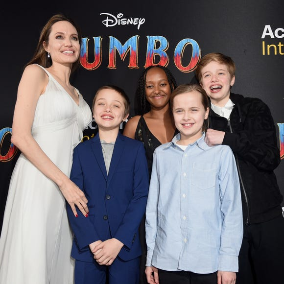 LOS ANGELES, CALIFORNIA - MARCH 11: Angelina Jolie, Knox Leon Jolie-Pitt, Zahara Marley Jolie-Pitt, Vivienne Marcheline Jolie-Pitt, and Shiloh Nouvel Jolie-Pitt attend the premiere of Disney's