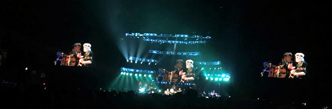 As theatrics go, the Bob Seger show was lights and three video screens.