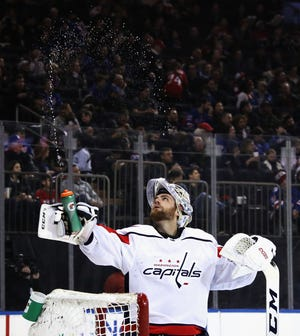 Braden Holtby uses the same sports psycholist as Carter Hart. Among John Stevenson's techniques he's taught them is to follow one specific bead of water from a water bottle to the ice.