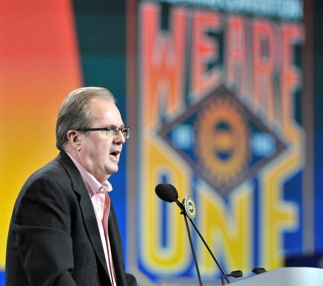 UAW President Gary Jones gives a speech in 2019.