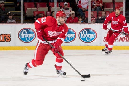 The Red Wings signed defenseman Brian Lashoff to a two-year contract extension on Wednesday.