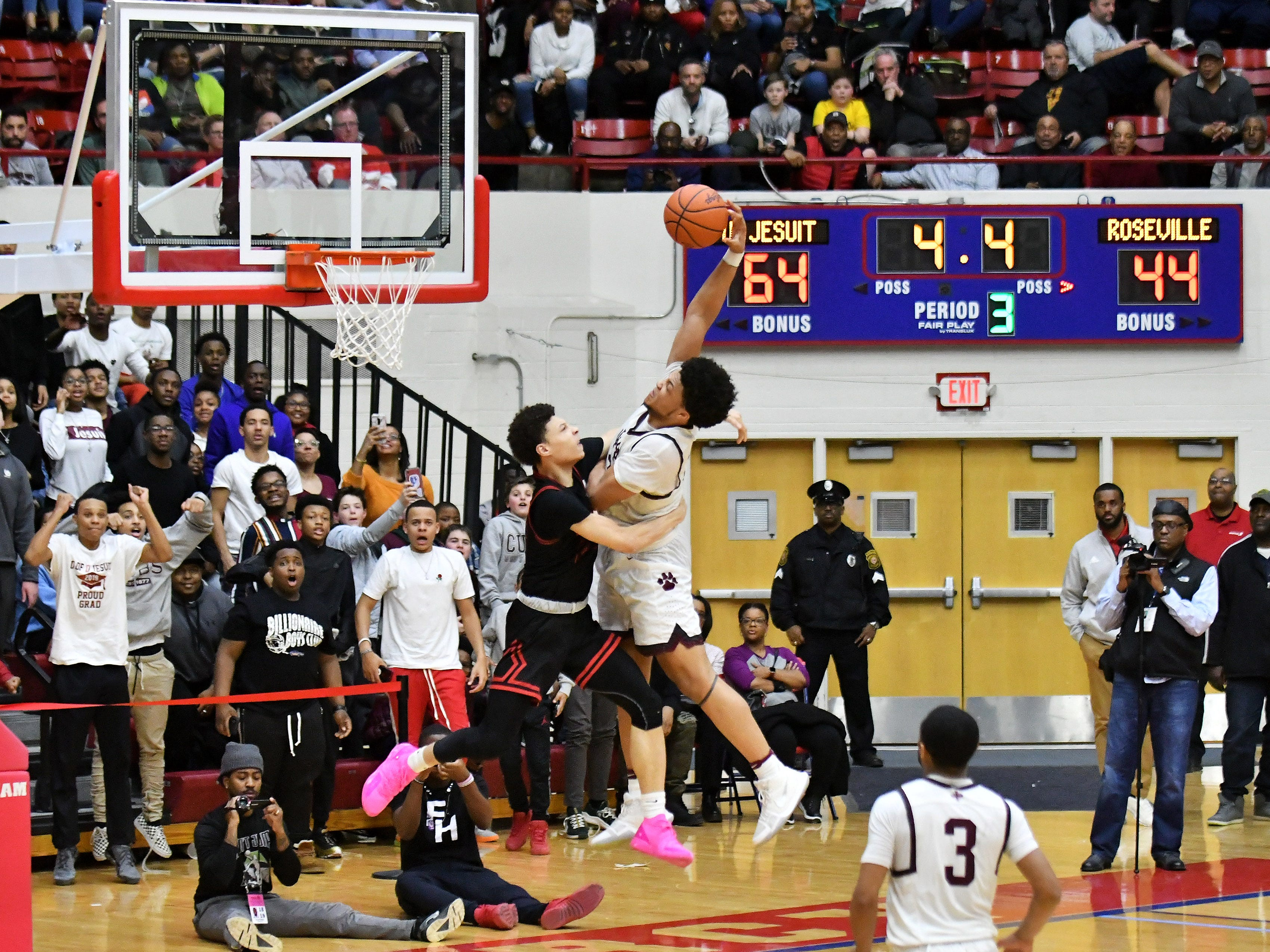 Roseville's Lazelle Judge defends a dunk attempt by U-D Jesuit's Daniel Friday, right, in the second half.