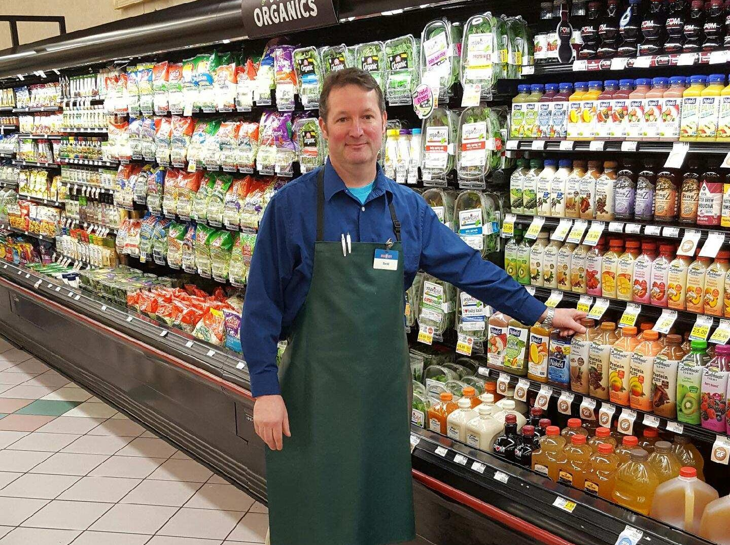 Each year, United Fresh Produce Association recognizes the top 25 produce managers within the industry during their annual convention. David Scarlett, produce manager for Food City's Deane Hill location in Knoxville has been named one of the 25 finalists contending for this year's coveted 2019 Retail Produce Manager of the Year Award.  Five grand-prize winners will be selected from among the field of competitors at the association's June industry convention in Chicago. The candidates are selected from hundreds of nominations submitted by supermarket chains, commissaries and independent retail stores throughout the industry. The award recognizes outstanding achievement in the areas of produce merchandising/marketing, community service and commitment to total customer satisfaction. Scarlett has received a number of national awards. Food City associates were also named award winners in 2005, 2006, 2007, 2008, 2009, 2010, 2011, 2012, 2013, 2014, 2015, 2016, 2017 and 2018 – nine of which, the company boasted a grand-prize winner.
