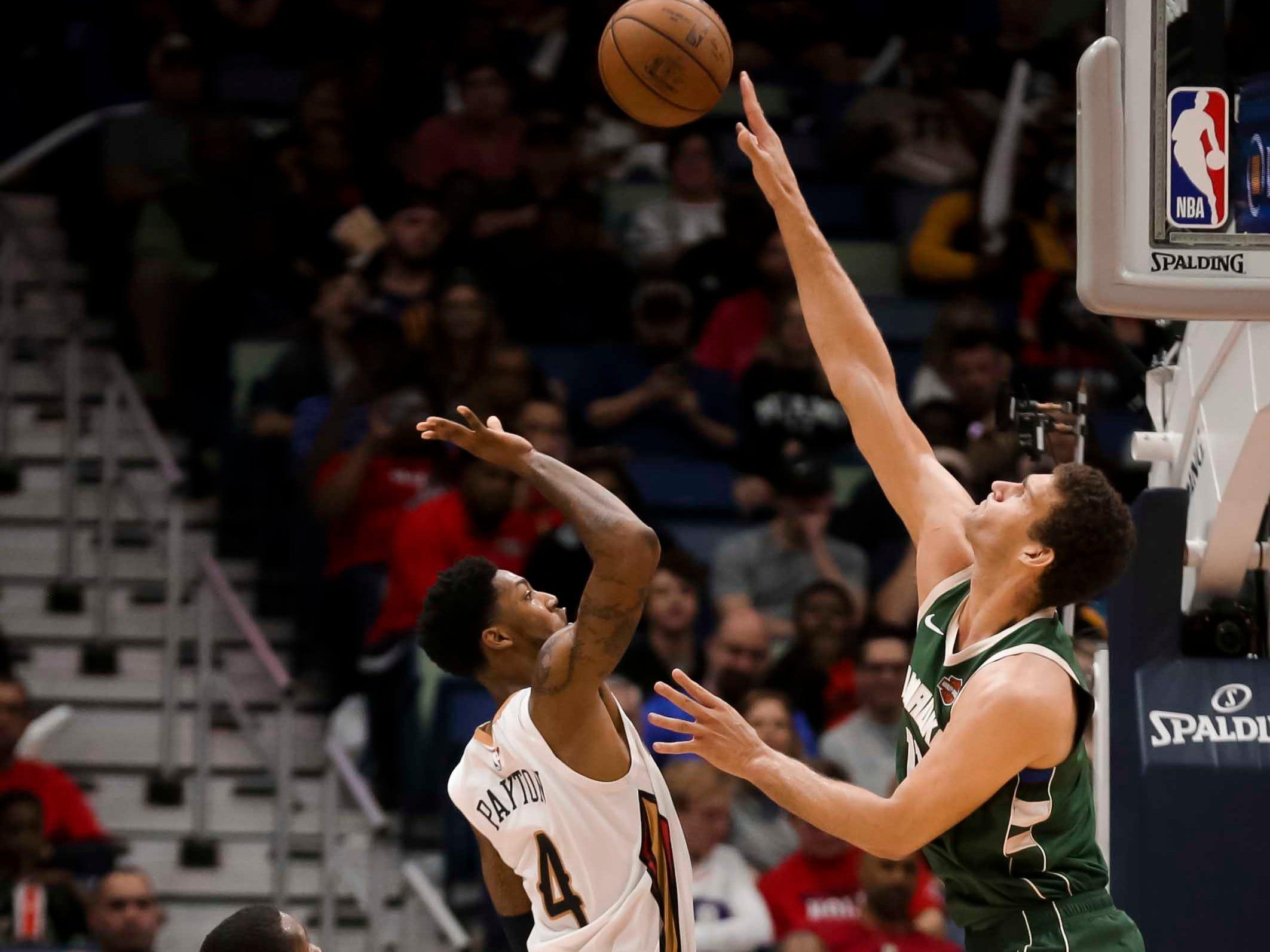 Bucks center Brook Lopez blocks the shot of Pelicans guard Elfrid Payton during the second half.