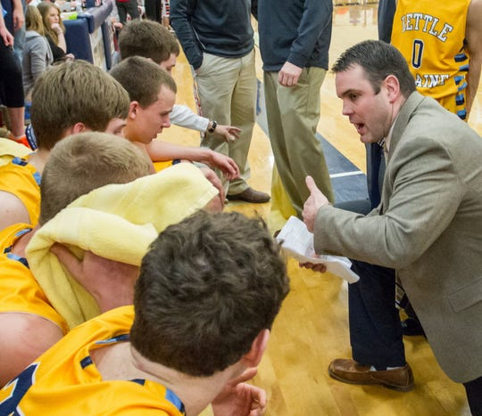 20 years ago, Brad Bestor played in the NCAA Tournament. Now, the Kettle Moraine High School coach is sharing his tips for choosing your bracket this year.