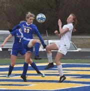 Mountain Home's Shelbie Kelly defends against Searcy on Tuesday night.