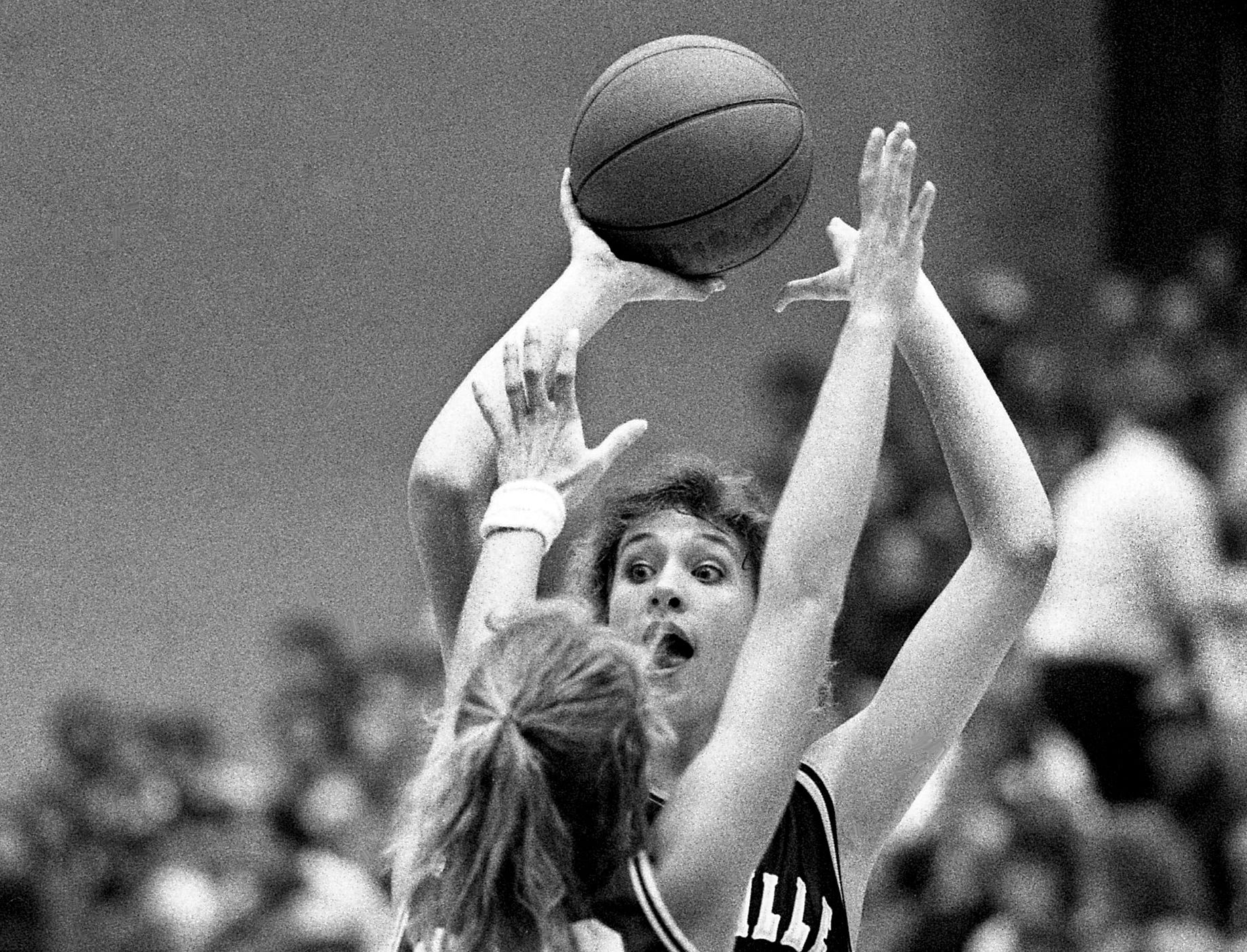 Misty Lamb of unbeaten Shelbyville High, the No. 1-ranked team in the nation, looks for a teammate as Oakland High's Kathy Klika (22) pressures her. Shelbyville won 60-39 in the TSSAA Region 4-AAA championship final at Oakland's gym March 3, 1989.
