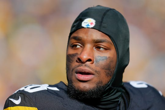 Le'Veon Bell #26 of the Pittsburgh Steelers looks on against the Jacksonville Jaguars during the first half of the AFC Divisional Playoff game at Heinz Field on January 14, 2018 in Pittsburgh, Pennsylvania.