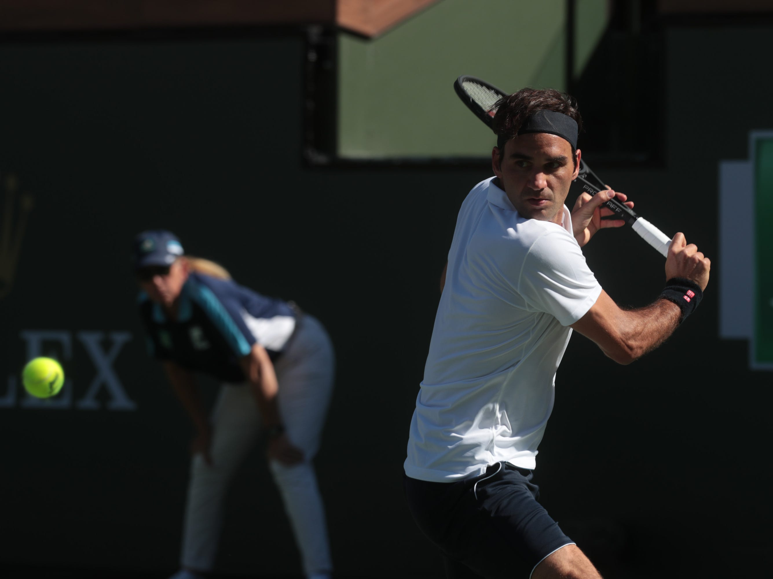 Roger Federer prepares to hit a backhand to Kyle Edmund at the BNP Paribas Open in Indian Wells, Calif., March 13, 2019.