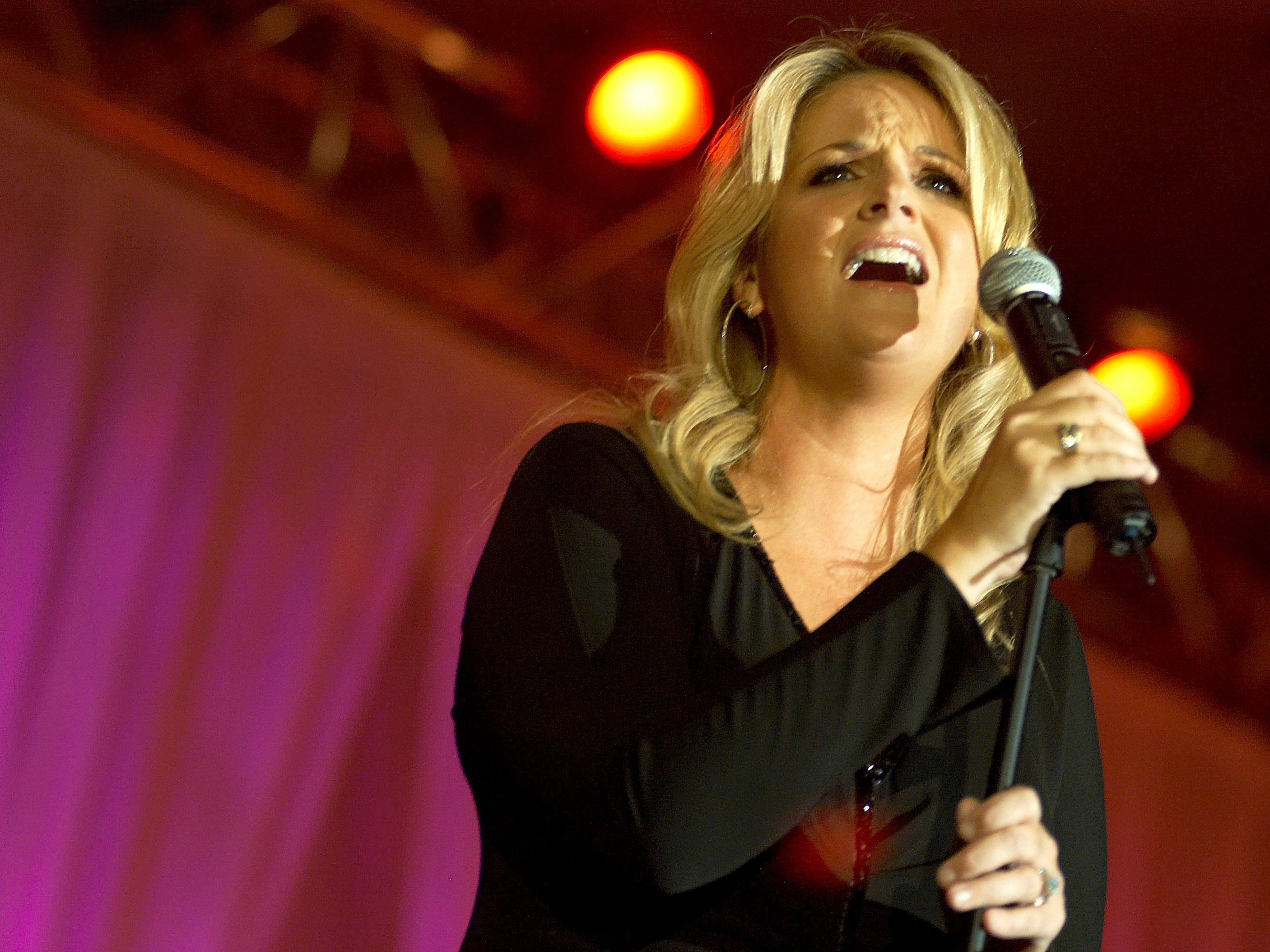 Trisha Yearwood performs at the 5th annual Starkey Foundation Gala on August 20, 2005 in St. Paul, Minnesota.