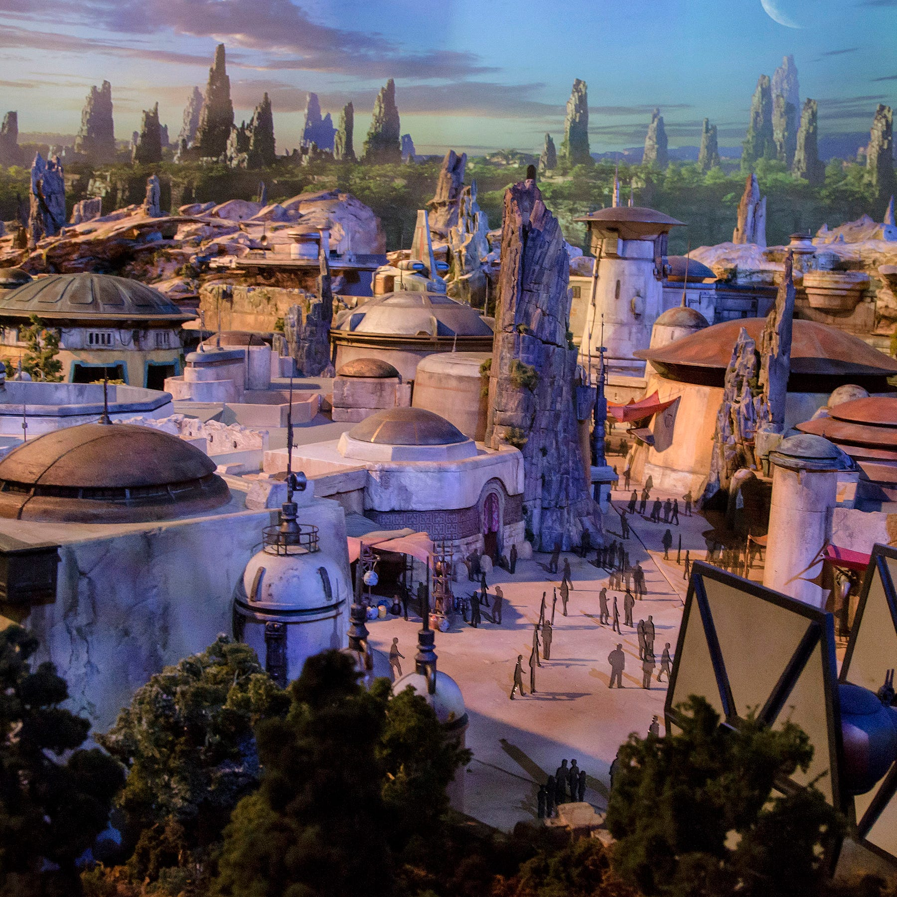 Disneyland will limit stroller sizes before Star Wars: Galaxy's Edge opens
