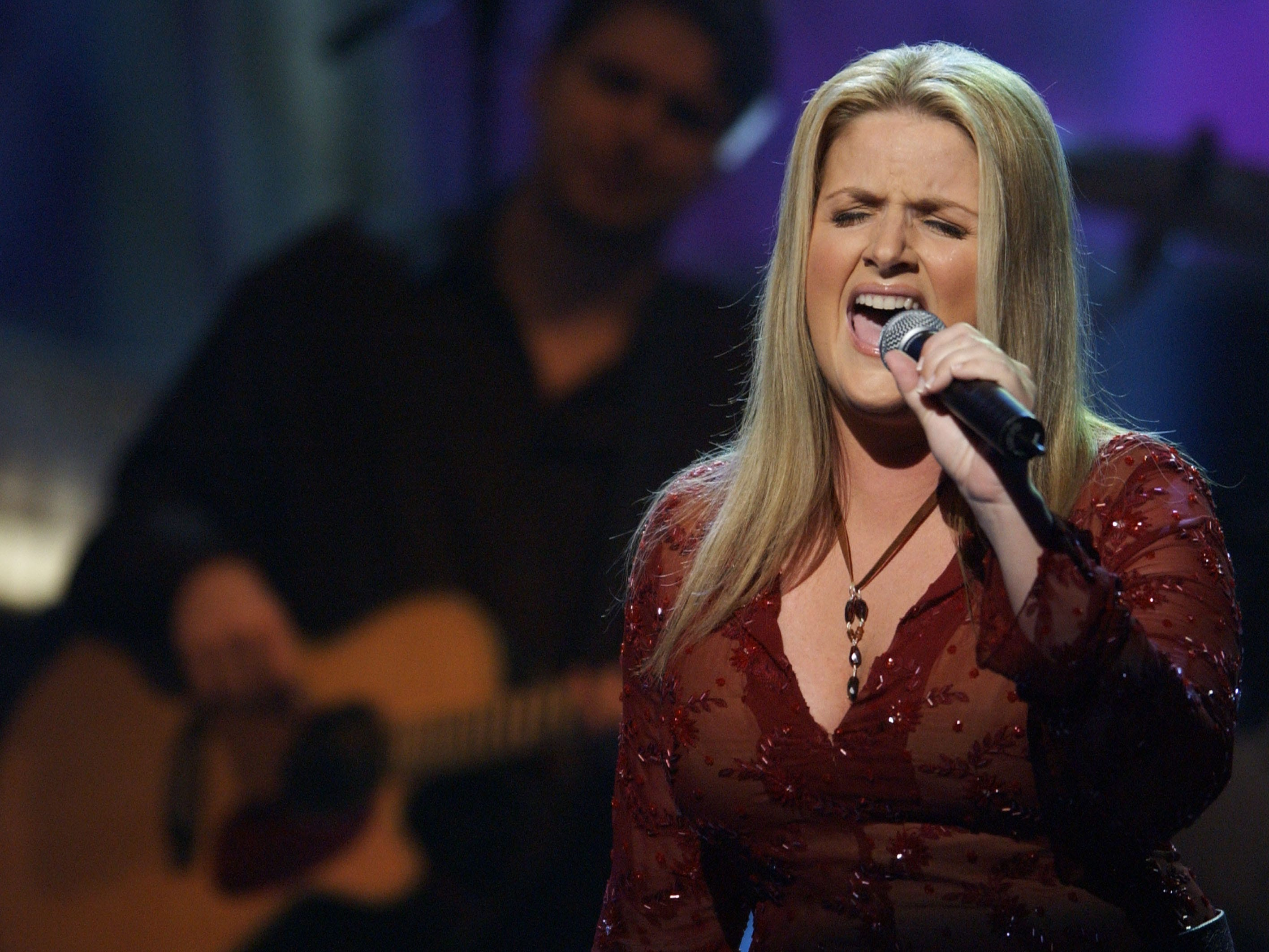 Trisha Yearwood performs onstage during the 37th Annual Academy of Country Music Awards May 22, 2002 at the Universal Amphitheatre in Los Angeles, CA.